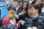 Giành HCV Olympic, Michael Phelps ăn mừng độc đáo cùng vợ con