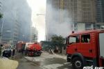 Công nhân tháo chạy khỏi khu lán trọ rực lửa giữa Thủ đô
