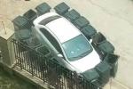 Đỗ xe vô ý thức, xe hơi tiền tỷ ngập rác và trứng thối