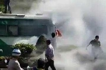 TP.HCM: Xe buýt bốc cháy ngùn ngụt giữa đường, hành khách tá hỏa tháo chạy
