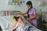 Cô gái bị kẻ lạ đâm kim nhiễm HIV đến mắc bệnh hiếm: 'Mẹ ơi, đừng bỏ con'