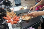 Ăn xúc xích ở cổng trường, 10 học sinh ngộ độc
