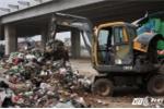 Đổ trộm hàng chục tấn chất thải ở Hà Nội: Kẻ 'thải bậy' vẫn chây ì
