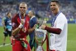 Ronaldo viên mãn, Messi có buồn không?
