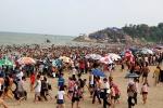 Biển Sầm Sơn chật kín người, khách Hà Nội quay xe bỏ về