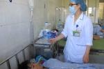 Bác sĩ bất lực nhìn bệnh nhân sốt xuất huyết trút hơi thở cuối cùng