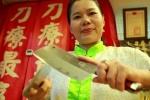 Kinh ngạc kỹ năng mát-xa bằng dao thái thịt để trị bệnh, giảm cân