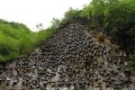 Những 'cỗ quan tài' chi chít trên vách núi cheo leo ở Trung Quốc là gì?