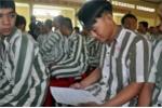 Khấp khởi niềm vui tha tù trước hạn, phạm nhân được về đón Tết