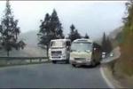 Thót tim clip pha lấn làn, vượt ẩu 'giỡn mặt tử thần' của xe khách trên đường đèo
