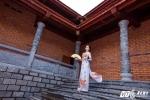 Hoa khôi sinh viên Cần Thơ khoe vẻ đẹp thuần khiết trong Thiền viện Trúc Lâm