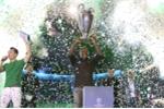 Seedorf hào hứng chứng kiến trận đấu bóng khổng lồ được tạo nên bởi hàng ngàn cầu thủ