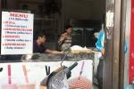 Nhân viên tiệm bánh ăn bớt tiền của du khách Ấn Độ khiến dân mạng bức xúc