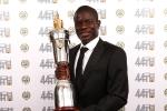 N'Golo Kante nhận giải cầu thủ xuất sắc nhất Ngoại hạng Anh
