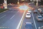 Range Rover nổ như bom trên đường phố Trung Quốc