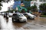 Xén dải phân cách xén luôn ống dẫn nước, cả khu phố ở Hà Nội mất nước