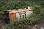 Video: Xe khách lao xuống vực, 10 người bị thương, tài xế phụ đánh công an