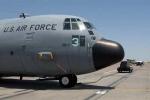 Cậu bé chết trong hốc bánh xe máy bay quân sự Mỹ