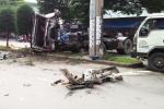 Video: Xe đầu kéo húc văng xe máy rồi tông thẳng cột điện, tài xế chết trong cabin