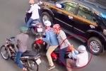 Giả danh cảnh sát, cướp tài sản của 3 người nước ngoài
