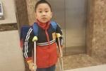 Học sinh tiểu học Nam Trung Yên bị gãy chân đã đi học trở lại
