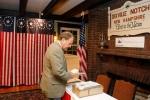 Bầu cử Tổng thống Mỹ 2016: Điểm bỏ phiếu đầu tiên thực hiện ngay trong đêm