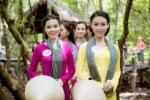 Dàn thí sinh Hoa hậu Việt Nam mặc áo bà ba, thăm chiến khu rừng Sác