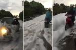 Đường phủ bọt trắng xóa như tuyết sau mưa lớn ở Hà Nội khiến dân mạng xôn xao