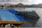 Gió lớn đánh sập khu đua thuyền Olympic 2016