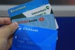 Khách hàng 'còng lưng' gánh 25 loại phí thẻ ATM
