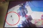 Clip: Bé gái đột ngột băng qua đường bị xe máy tông văng