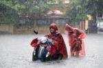 Dân Thủ đô quay cuồng trong mưa lớn, hàng loạt xe máy phải dắt bộ