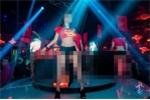 Phạt nặng quán bar để vũ công mặc áo cờ đỏ in sao vàng nhảy nhót phản cảm