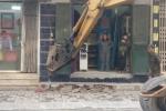 Hà Nội dẹp 'cướp' vỉa hè: Máy phá bê tông đập bỏ hàng nghìn bậc tam cấp