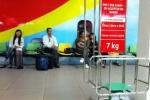Bị yêu cầu nộp phạt, nữ hành khách tát nhân viên hàng không lặn mất tăm