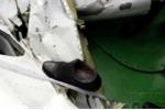 Tìm thấy các vật dụng cá nhân trong mảnh vỡ máy bay Casa-212
