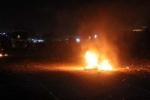 Dân tạo tường lửa chặn Quốc lộ 1, hàng nghìn xe kẹt cứng