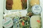 Thức ăn trên máy bay không ngon do... tiếng ồn?