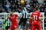 Video: Bàn thắng từ trên trời rơi xuống của sao Newcastle