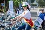 Hoa hậu Biển Thuỳ Trang rạng rỡ đạp xe tuyên truyền về môi trường