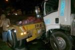Xe tải 'phi thân' vào xe đầu kéo, bốc cháy giữa đường
