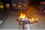 Xe máy bốc cháy ngùn ngụt sau tai nạn, 3 anh em ruột chết thảm
