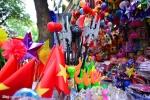 Chợ trung thu tràn ngập đồ chơi bạo lực