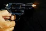 Cụ ông 76 tuổi rút súng bắn chết người vì... cái hàng rào