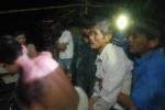 Hàng chục thanh niên lao xuống dòng lũ dữ cứu người trong đêm