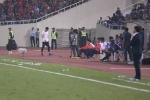 Video: Thẻ đỏ khó hiểu của thủ môn Nguyên Mạnh