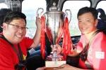 Clip: CĐV Hải Phòng rước cúp 300 triệu bằng trực thăng