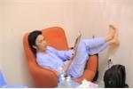 "Hinh anh Hoai Linh lam ""chuot bach"" cho Thanh Bach thu camera"