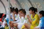 Bóng đá nữ Quốc gia: Thương cảnh cầu thủ ăn bánh mì chống đói chờ tạnh mưa