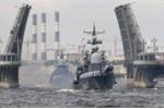 Chiến hạm của Hải quân Nga trên dòng Neva. (Ảnh: AP)